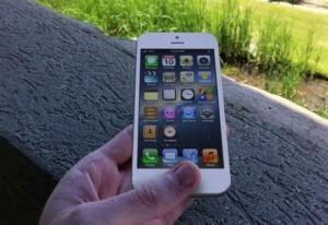 Ecranele iPhone 6 care se zgarie prea usor sunt criticate de utilizatori