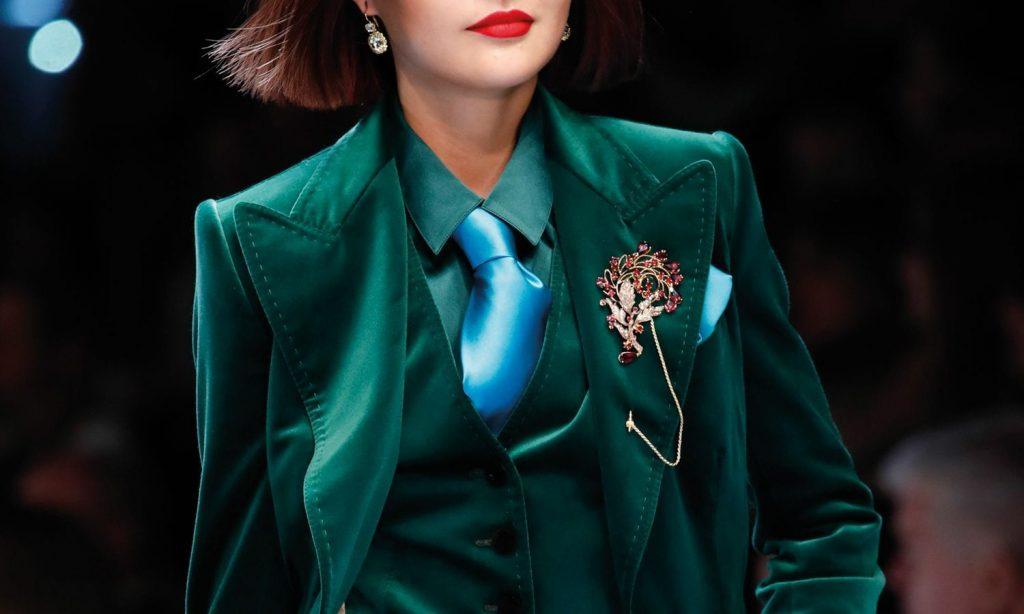 Tu ce stil de a purta o brosa alegi?