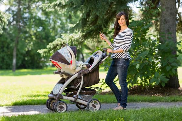 Care sunt beneficiile unui carucior 3 in 1 pentru viitorii parinti